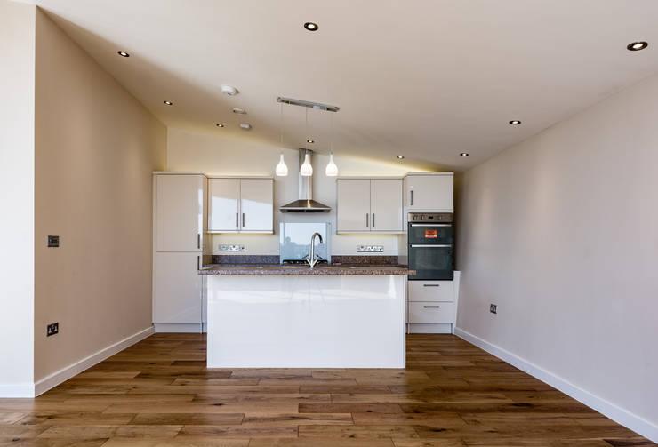 modern Kitchen by Trewin Design Architects