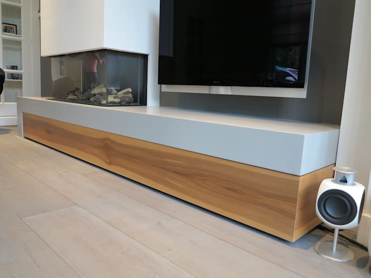 detail hoek lade van satijn noten hout.:  Woonkamer door ARX-interieur