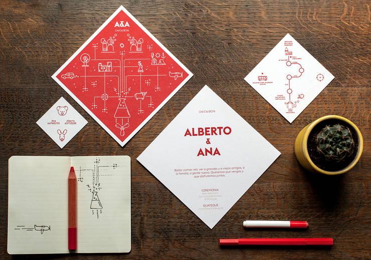 Boda Ana y Alberto: Estudios y despachos de estilo  de Invita con rombo