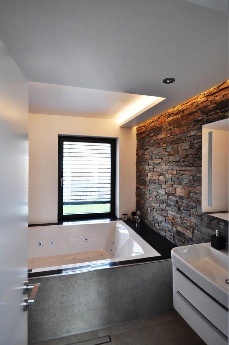 Salle de bains de style  par Pakula & Fischer Architekten GmnH, Moderne