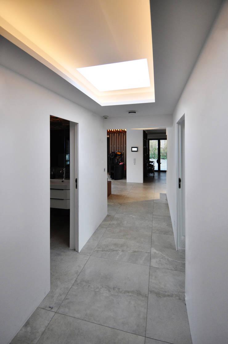 Couloir et hall d'entrée de style  par Pakula & Fischer Architekten GmnH, Moderne