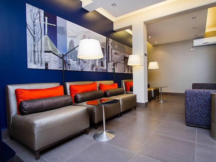 Hotel Boutique Lastarria: Hoteles de estilo  por PICHARA + RIOS arquitectos