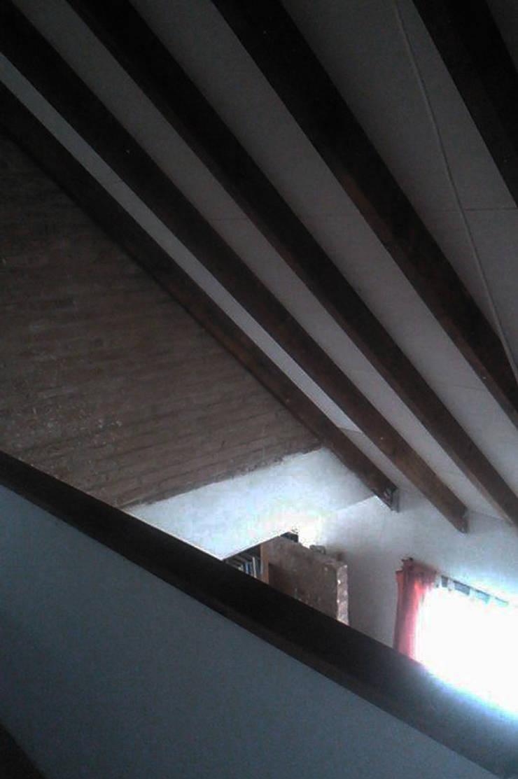 Casa en terrazas de la Estanzuela – La Calera – Cordoba – Argentina: Livings de estilo  por Alejandro Asbert Arquitecto,