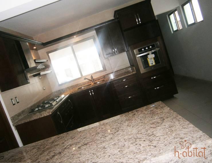 Cocinas de estilo  por H-abitat Diseño & Interiores , Moderno Madera Acabado en madera