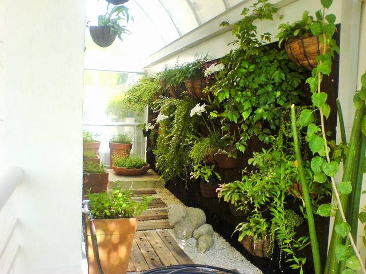 Agradável para Viver: Jardins de inverno  por Luciani e Associados Arquitetura