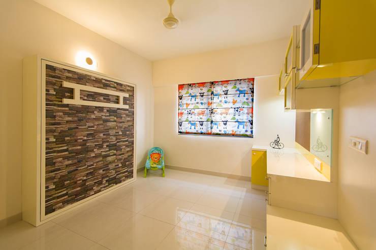 Daughters Room:  Nursery/kid's room by Navmiti Designs