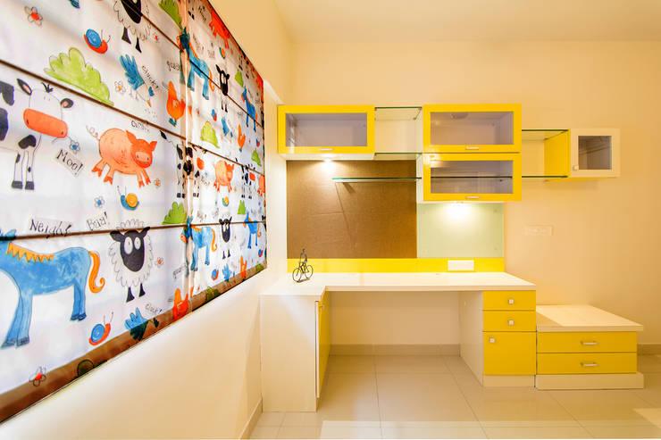 A residence for Mr.Nitin Warrier at Blue Ridge ,Hinjewadi ,Pune:  Nursery/kid's room by Navmiti Designs