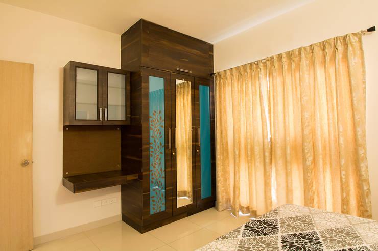 Guest Room:  Bedroom by Navmiti Designs