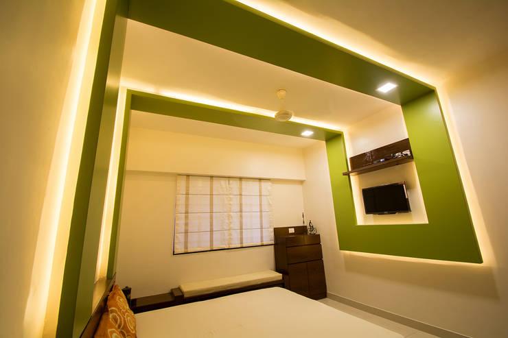 Masterbedroom:  Bedroom by Navmiti Designs