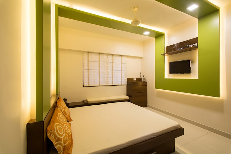 A residence for Mr.Nitin Warrier at Blue Ridge ,Hinjewadi ,Pune:  Bedroom by Navmiti Designs