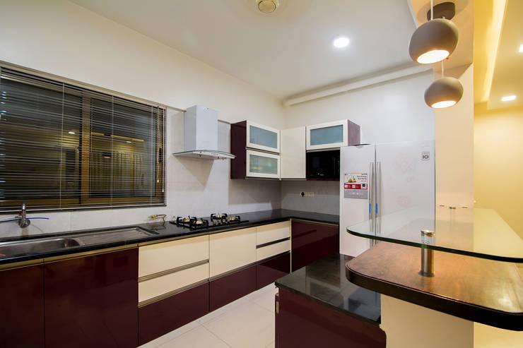 Kitchen: minimalistic Kitchen by Navmiti Designs
