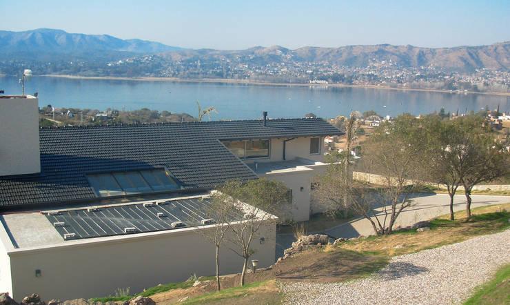 Proyecto: Casas de estilo  por renziravelo