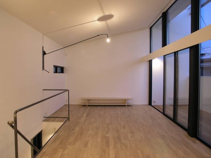 三鷹の家: 荘司建築設計室が手掛けた廊下 & 玄関です。