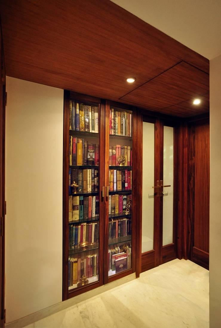 Library + Passage:  Corridor & hallway by Studio Pomegranate,Modern