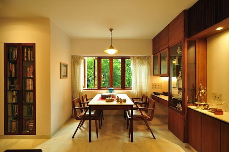 Dining Space:  Dining room by Studio Pomegranate,Modern