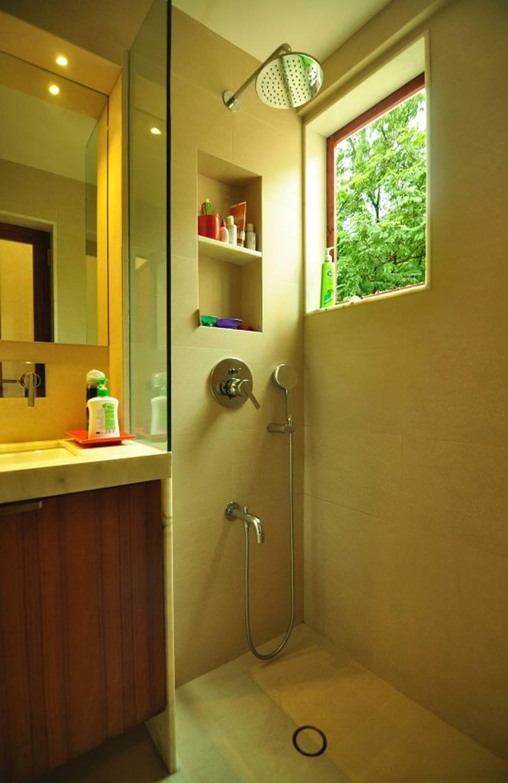 Bathroom:  Bathroom by Studio Pomegranate,Modern