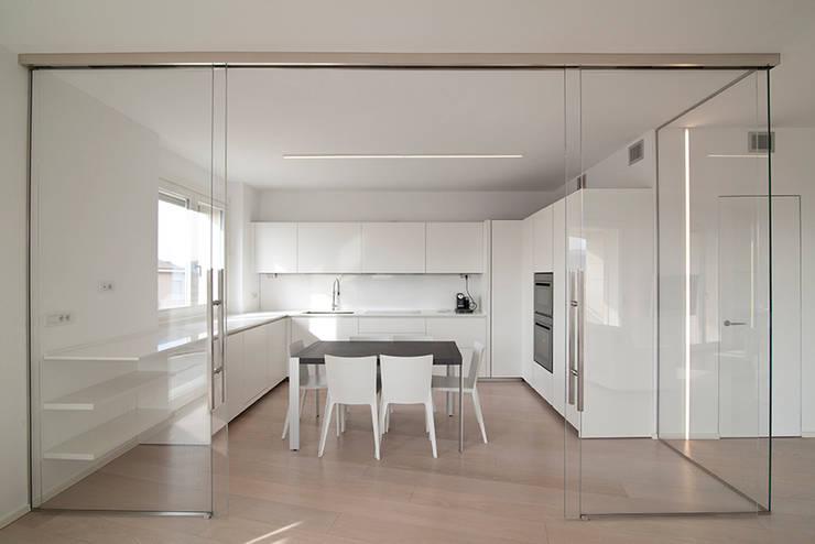 minimalistische Küche von RWA_Architetti