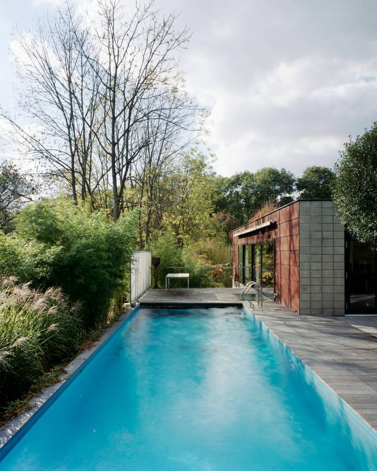 Woonhuis Som:  Zwembad door bv Mathieu Bruls architect