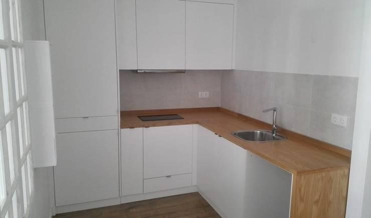 Cozinha: Cozinha  por SG Indústria de Mobiliário