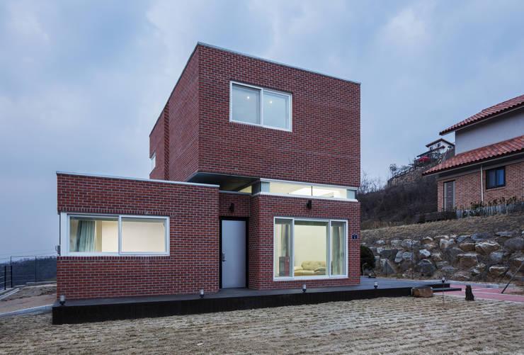 Casas modernas por CHORA