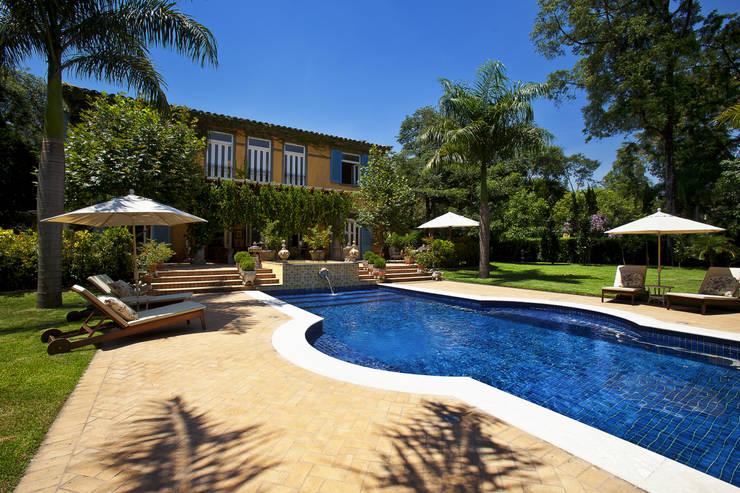 Casa de Campo Helvetia: Piscinas  por Marcelo Bicudo Arquitetura