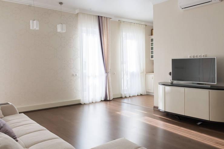 Perimeter X2 в московской квартире: Гостиная в . Автор – Carnot
