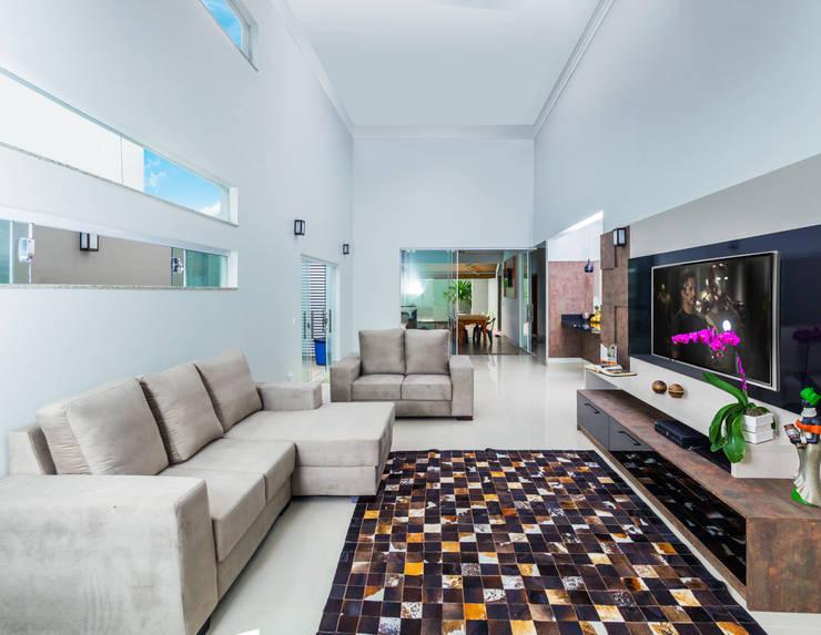 Integração Total: Salas de estar modernas por ADRIANA MELLO ARQUITETURA
