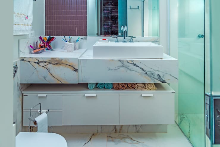 modern Bathroom by ADRIANA MELLO ARQUITETURA