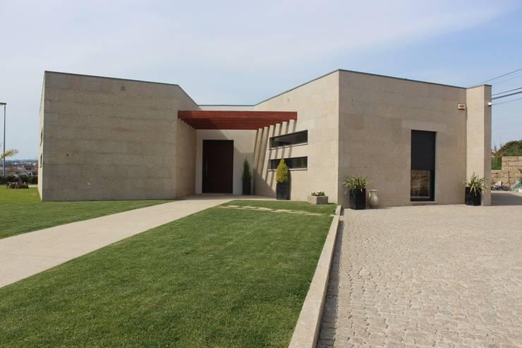 Casas de estilo moderno por Sérgio Bouça