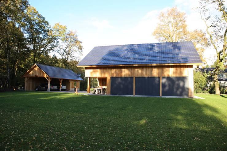 Casas de estilo  por STUDIO = architectuur, Rural Madera Acabado en madera