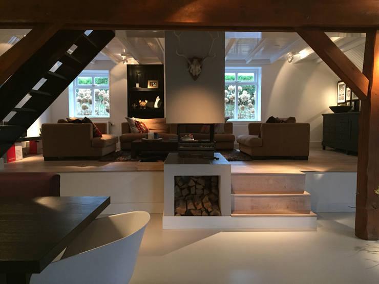 Het Dijkhuis:  Woonkamer door Grego Design Studio, Eclectisch