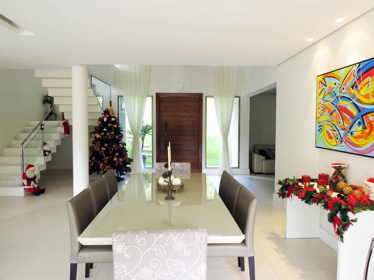 Casa Avenida do Lago: Salas de jantar campestres por Alexandre Senra Arquitetos Associados
