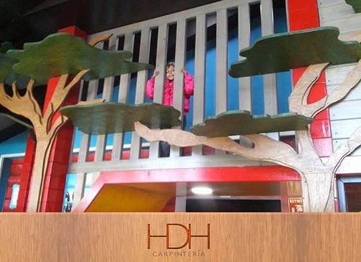 la salsa: Oficinas y tiendas de estilo  por carpinteria hdh
