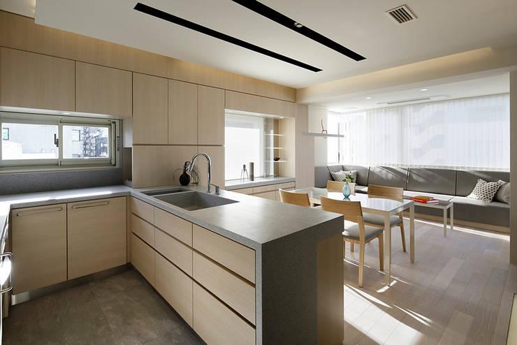 Projekty,  Kuchnia zaprojektowane przez 藤村デザインスタジオ / FUJIMURA DESIGIN STUDIO