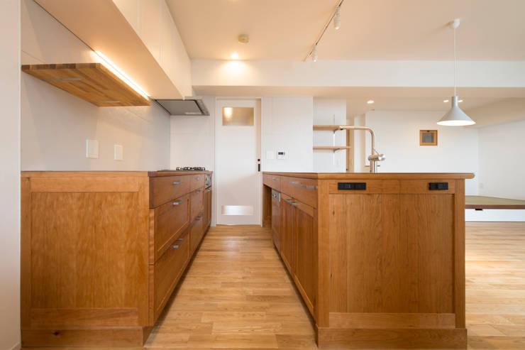 Cherry-kitchen House (Renovation): Sakurayama-Architect-Designが手掛けたキッチンです。