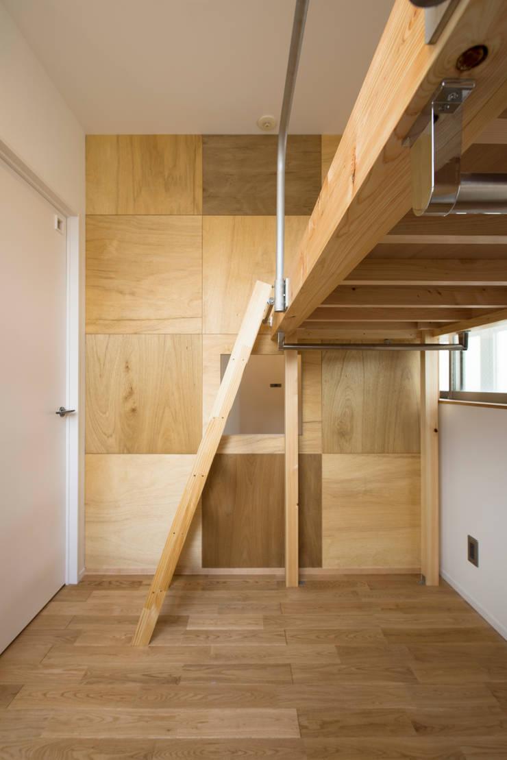 Cherry-kitchen House (Renovation): Sakurayama-Architect-Designが手掛けた子供部屋です。