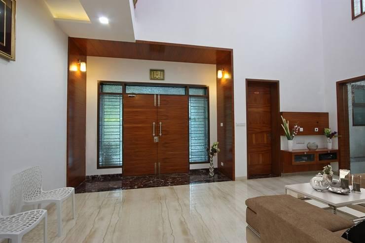 Main entrance:  Terrace by Ansari Architects