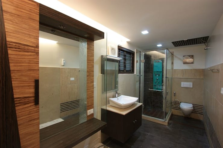 Shower:  Bathroom by Ansari Architects