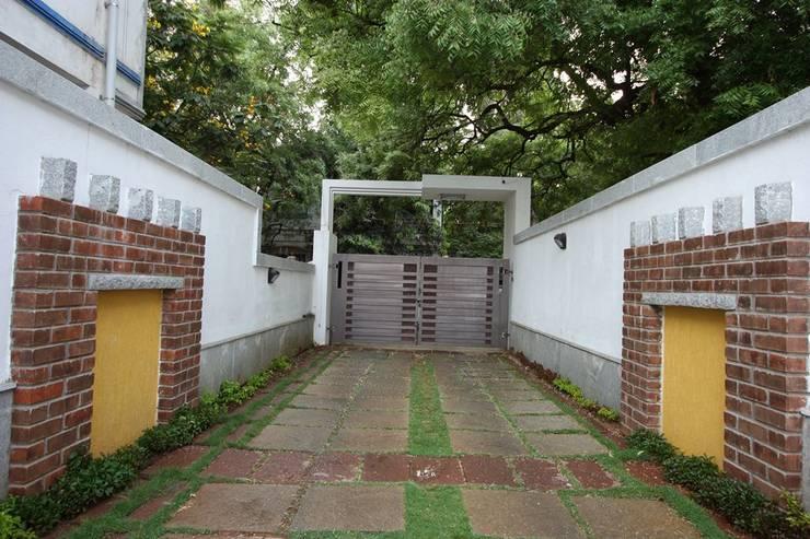 Main Gate:  Garden by Ansari Architects