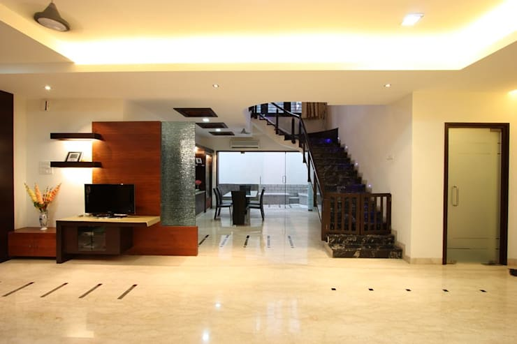 Living:  Living room by Ansari Architects