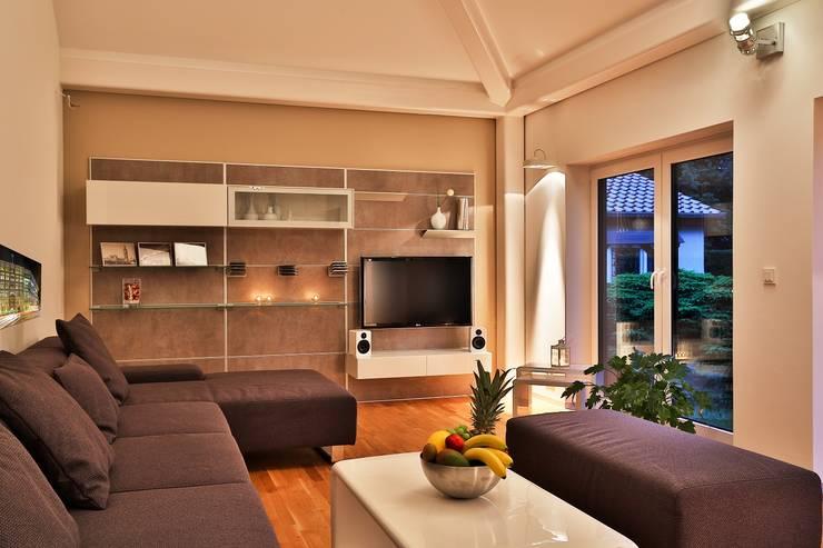 Living room by K-MÄLEON Haus GmbH