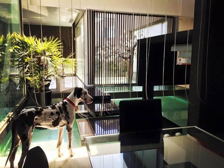 Das Wasserhaus: Livings de estilo  por Das Wasserhaus,