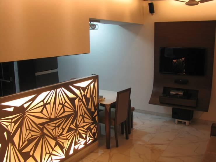 Byculla:  Corridor & hallway by TRINITY DESIGN STUDIO,Modern
