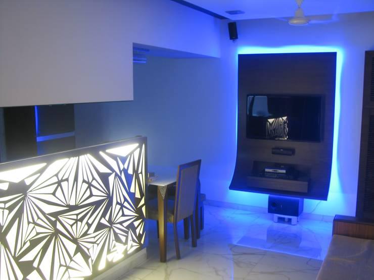 Byculla:  Living room by TRINITY DESIGN STUDIO,Modern