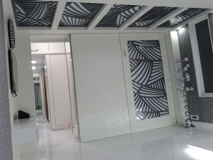 Mr Kamdar 19th Floor:  Corridor & hallway by TRINITY DESIGN STUDIO
