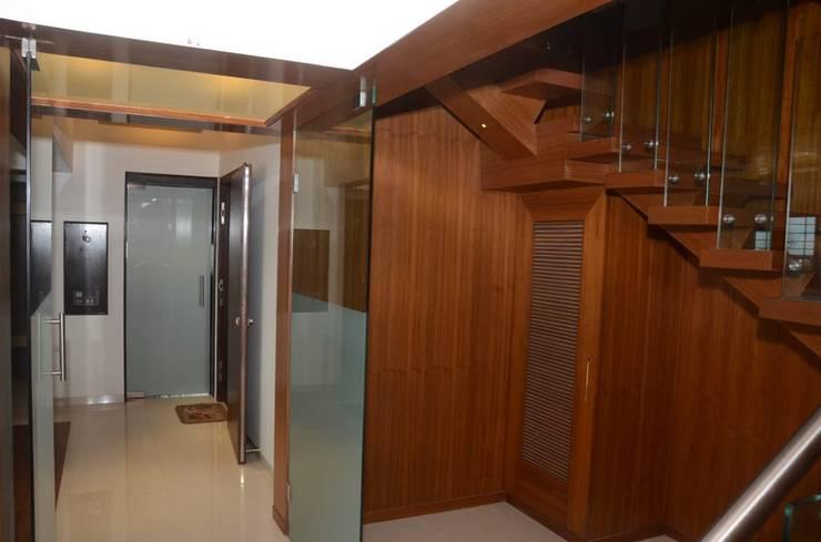 Mahalakshmi:  Corridor & hallway by TRINITY DESIGN STUDIO,Modern