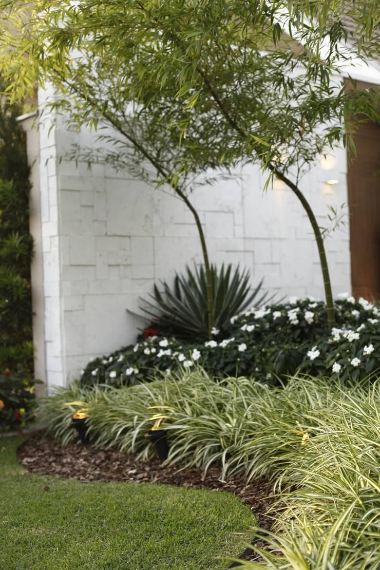Modern Garden by Arquitetura Ao Cubo LTDA Modern