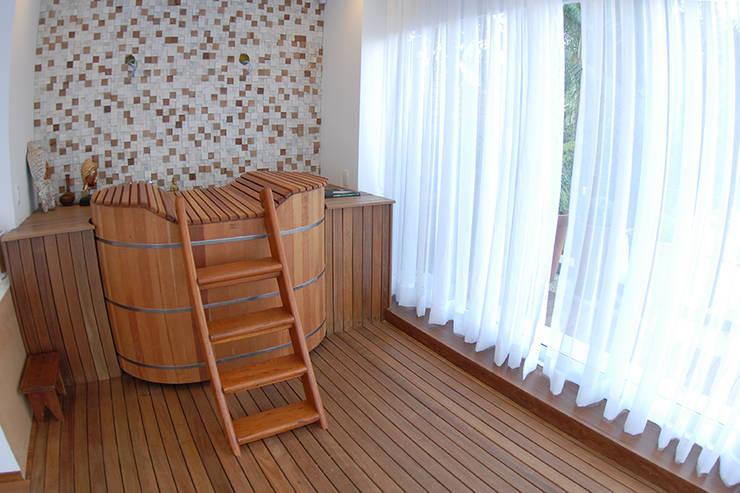 ห้องน้ำ by MONICA SPADA DURANTE ARQUITETURA