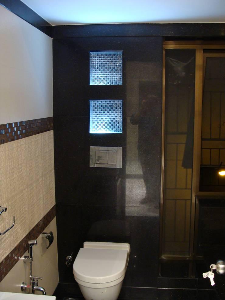 Shivaji Park:  Bathroom by TRINITY DESIGN STUDIO