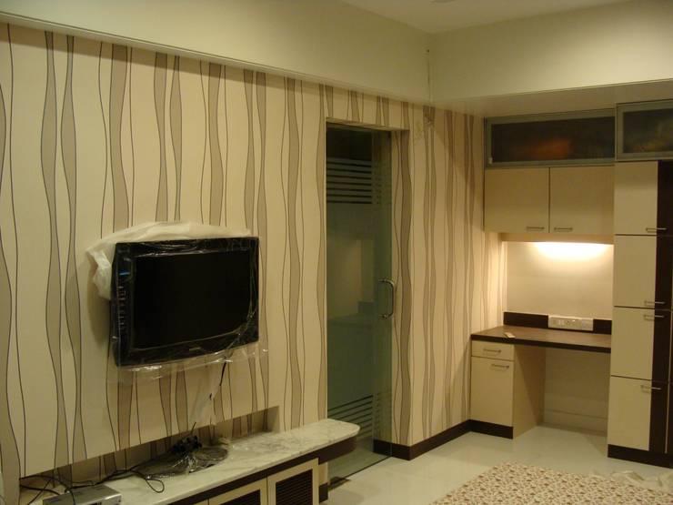 Shivaji Park:  Living room by TRINITY DESIGN STUDIO